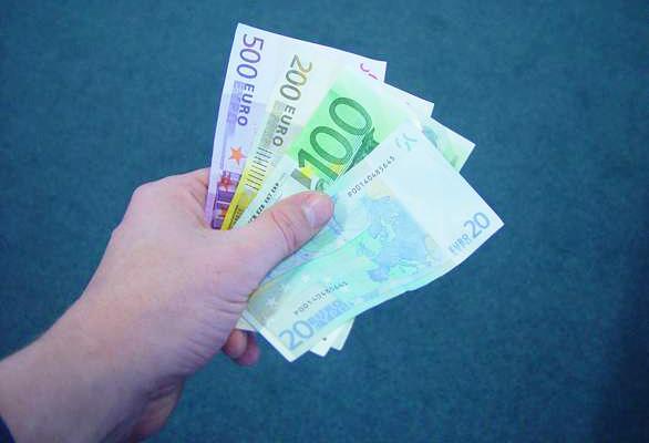 handpenning för båtköp betalning i eurosedlar